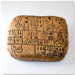 Tablilla escritura cuneiforme.
